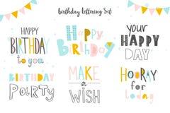 Uppsättning av den lyckliga födelsedagen till dig inskrifter Hand dragen bokstäver på vit bakgrund Isolerade vektorbeståndsdelar  royaltyfri illustrationer