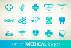 Uppsättning av den medicinska logovektorn Arkivfoton