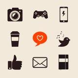 Uppsättning av den sociala illustrationen för nätverkssymbolsvektor med som handen, post, hjärta, fotokamera, PS-styrspak, kaffek stock illustrationer