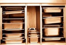 Uppsättning av den yrkesmässiga maträtten för stålkök tonat Arkivbilder