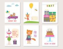 Uppsättning av designen för födelsedaghälsningkort med tecknad filmdjur stock illustrationer