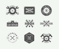 Uppsättning av det tappningmekanikeretiketten, emblemet, emblemet och logoen vektor illustrationer