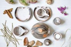 Uppsättning av disk för kaffe från lera Dekorativ cerasmics keramiker Royaltyfria Foton