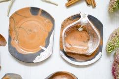 Uppsättning av disk för kaffe från lera Dekorativ cerasmics keramiker Fotografering för Bildbyråer