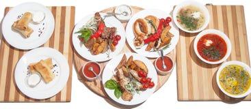 Uppsättning av disk: pannkakor med kött, tre soppa, grillade kebaber, K fotografering för bildbyråer