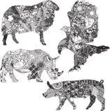 Uppsättning av djur i de etniska prydnaderna Royaltyfri Bild
