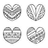 Uppsättning av drog dekorativa stiliserade svartvita barnsliga hjärtor för vektor hand Klotterstil, grafisk illustration Dekorati Arkivbild