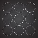 Uppsättning av 9 drog ramar för cirkel gullig hand vektor illustrationer