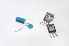 Uppsättning av elektronik: transistorer kondensatorer, diod Arkivbilder