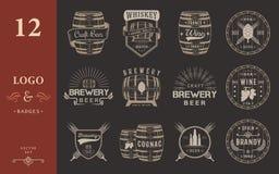 Uppsättning av emblem för vektorfatalkohol stock illustrationer