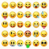 Uppsättning av emoticons, emoji som isoleras på vit bakgrund Arkivbilder