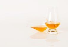Uppsättning av enkel malt som smakar exponeringsglas, enkel maltwhisky i exponeringsglas Royaltyfria Foton