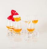 Uppsättning av enkel malt som smakar exponeringsglas, enkel maltwhisky i glas Arkivbild