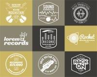 Uppsättning av etiketten för logo för vektormusikproduktion den musikaliska Arkivbild