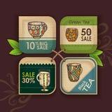 Uppsättning av etiketter med koppen kaffe stock illustrationer