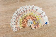 Uppsättning av 50 eurosedlar Arkivbild