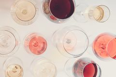 Uppsättning av exponeringsglas med vin royaltyfri foto