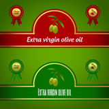 Uppsättning av extra jungfruliga gröna olivoljaetiketter - som är röda och Royaltyfri Bild