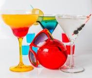 Uppsättning av färgdrinken, olika former av exponeringsglas, drinkskott Royaltyfri Bild