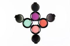 Uppsättning av 4 färgglade ögonskuggor för smink som isoleras på en vit bakgrund royaltyfri fotografi