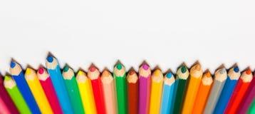 Uppsättning av färgrika blyertspennor som isoleras på vit bakgrund Royaltyfri Foto