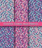 Uppsättning av färgrika isometriska labyrintmodeller seamless prydnad Ljusa rosa färger, mörker - slösa, pistaschgräsplan Arkivbild