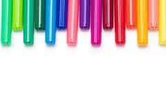 Uppsättning av färgrika pennor för filtspets som isoleras på vit Fotografering för Bildbyråer