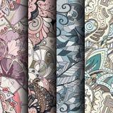 Uppsättning av färgrika sömlösa modeller för tracery Krökta klottra bakgrunder för textil eller utskrift med mehndi- och person s Royaltyfria Foton