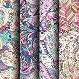 Uppsättning av färgrika sömlösa modeller för tracery Krökta klottra bakgrunder för textil eller utskrift med mehndi- och person s Arkivbild