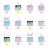 Uppsättning av födelsedagkakor med stearinljus och garnering royaltyfri illustrationer