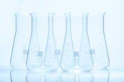 Uppsättning av fem resistenta flaskor för tom konisk temperatur Royaltyfri Fotografi