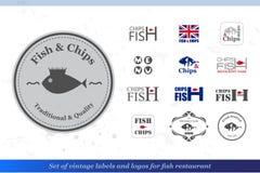 Uppsättning av fisk- och chipetiketter och emblem för fiskrestaurangstyl Royaltyfri Foto