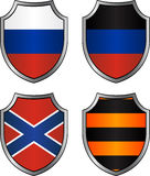 Uppsättning av flaggor och det georgievsky bandet i sköldar Royaltyfri Bild