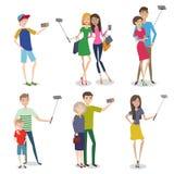 Uppsättning av folk som gör självfotoet genom att använda en smartphone stock illustrationer