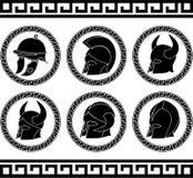 Uppsättning av forntida hjälmar Arkivbilder