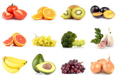 Uppsättning av frukter och grönsaker som isoleras på vit Arkivfoto