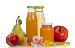 Uppsättning av fruktsaft i exponeringsglas Arkivbilder