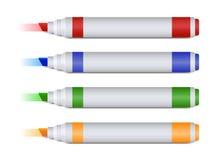 Uppsättning av fyra färgrika markörer eller highlighters som lämnar fläcken Arkivfoto