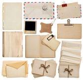 Uppsättning av gamla pappersark, bok, kuvert, vykort Arkivbilder