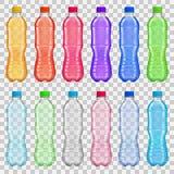 Uppsättning av genomskinliga plast-flaskor med mångfärgade fruktsafter och vektor illustrationer