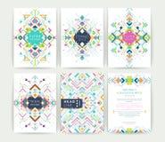Uppsättning av geometriska abstrakta färgrika reklamblad Arkivbilder