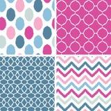 Uppsättning av geometriskt sömlöst för blå och rosa ikat Royaltyfri Foto