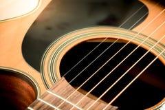 Uppsättning av gitarrrader och soundhole från den akustiska gitarren Royaltyfri Fotografi