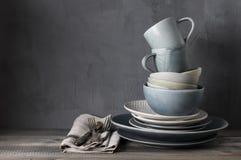 Uppsättning av grå lerkärl Fotografering för Bildbyråer
