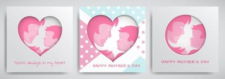 Uppsättning av gröna och rosa hälsningkort för moderdag Kvinnor och behandla som ett barn konturer, lyckönskantext, cuted hjärta vektor illustrationer