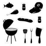 Uppsättning av grillfest släkta symboler, mat, galler och hjälpmedel Arkivfoto