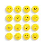 Uppsättning av gula emoticons i plan stil Arkivfoto