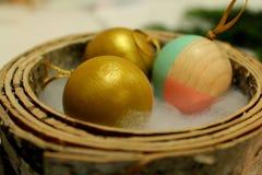 Uppsättning av guld- jul och kulöra wood bollar Fotografering för Bildbyråer