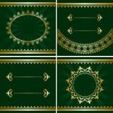 Uppsättning av guld- ramar för tappning på gröna bakgrunder stock illustrationer
