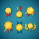 Uppsättning av guld- utmärkelser för vektor för lönande ceremonigarnering och skillnad Arkivbild